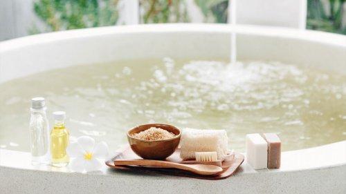 How to take a salt bath