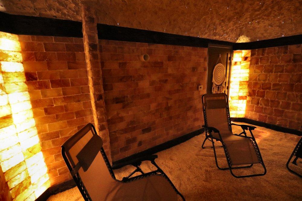 Salt room with backlit Corners and wooden framing